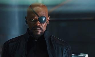 Iron Man: Sledujte vystřiženou scénu, v níž Nick Fury mluví o Spider-Manovi a X-Menech | Fandíme filmu