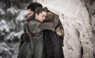 V prapůvodní verzi Hry o trůny se podle Martina do sebe měli zamilovat Arya a Jon Snow | Fandíme seriálům