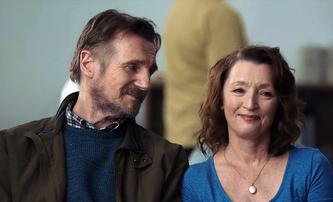 Ordinary Love: Liam Neeson umí nejen lámat páteře, ale i bojovat se zákeřnou nemocí | Fandíme filmu