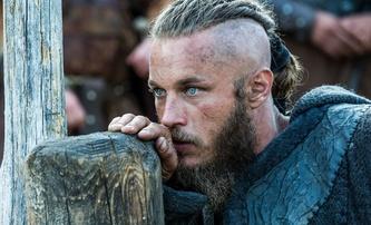 Zone 414: V blízké budoucnosti hledají detektiv s tváří Ragnara z Vikingů a umělá inteligence ztracenou dívku | Fandíme filmu