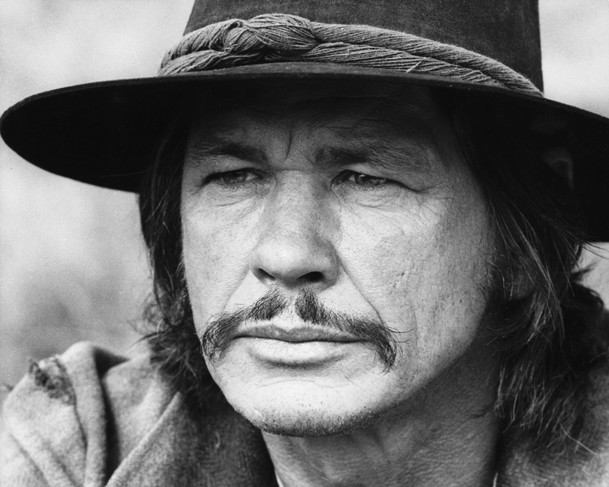 Once Upon a Time in Deadwood: Chlápek, co vypadá jako dvojče Charlese Bronsona míří na divoký západ | Fandíme filmu