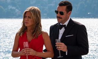 Vražda na jachtě 2: Zapomenutelná komedie s Aniston a Sandlerem bude pokračovat | Fandíme filmu