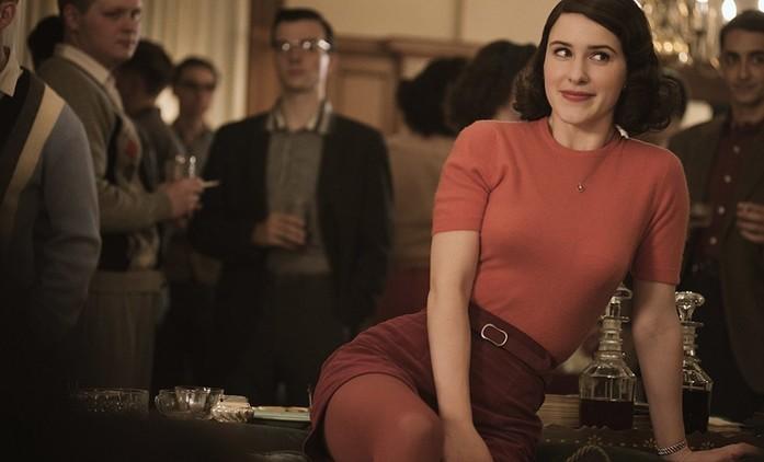 The Marvelous Mrs. Maisel se vydává na turné v plnohodnotném traileru ke 3. sérii | Fandíme seriálům