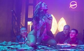 Zlatokopky: Striptérský film byl pro nahotu a drogy zakázaný v Malajsii | Fandíme filmu