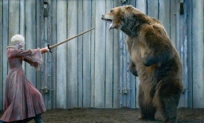 Man vs. Bear: V nové ujeté show zápolí lidé s medvědem ze Hry o trůny | Fandíme seriálům