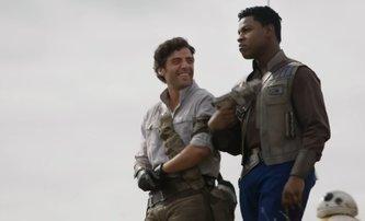 Star Wars IX: Podle Oscara Isaaca vedení Disneyho zakázalo romanci Poa a Finna | Fandíme filmu