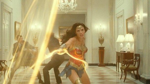 Wonder Woman 1984: Zákulisní video se zaměřilo na oživení 80. let na plátně | Fandíme filmu