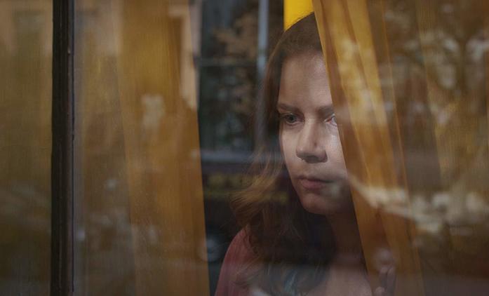Žena v okně: Amy Adams v traileru na nový thriller pochybuje o vlastní příčetnosti | Fandíme filmu