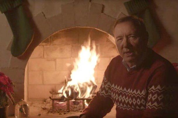 Kevin Spacey v podivném videu přeje veselé Vánoce | Fandíme filmu