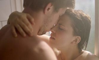 Věrnost: V erotickém dramatu podezření z nevěry vyústí ve vír nevěr skutečných | Fandíme filmu