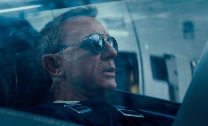Není čas zemřít: Bond v nové upoutávce pilotuje experimentální letoun | Fandíme filmu