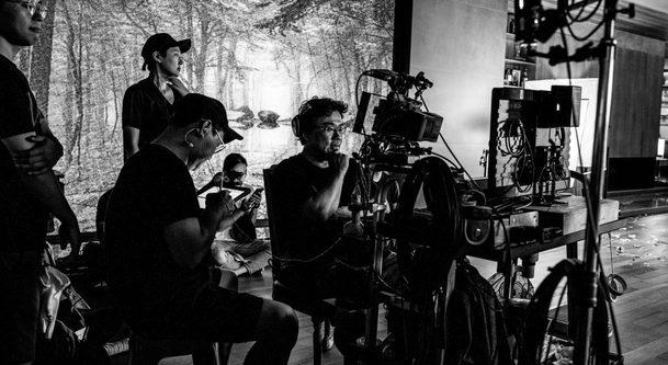 Parazit: Celkový vítěz Oscarů se vrátil do našich kin ve speciální černobílé verzi | Fandíme filmu