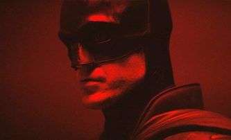 The Batman: První pohled na celého hrdinu v kostýmu a jeho bat-motorku | Fandíme filmu