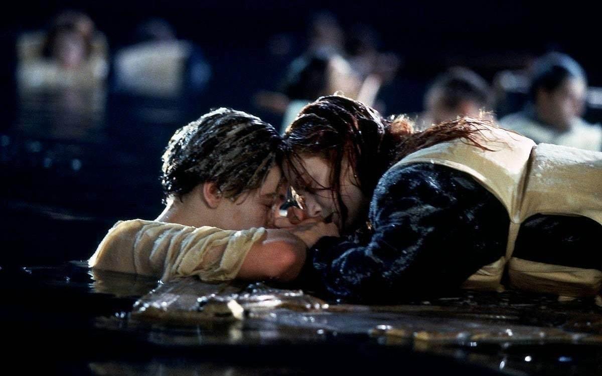 Titanic: Proč musel v závěru filmu Jack doopravdy zemřít   Fandíme filmu