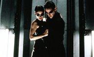 Matrix 4: Videa z natáčení motocyklové honičky s Keanu Reevesem a Carrie-Anne Moss | Fandíme filmu