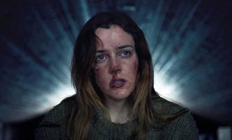 The Lodge: Drásavý horor je tak depresivní, že se za něj filmaři omlouvají | Fandíme filmu