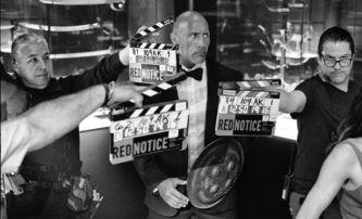 Red Notice: První fotky z chystaného akčního velkofilmu s The Rockem | Fandíme filmu