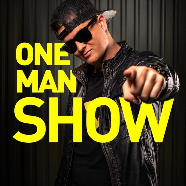 Recenze: Co nová One Man Show ztrácí na skandálu, to dohání srdcem   Fandíme serialům