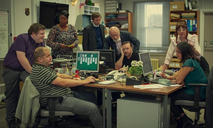 """Po životě 2: Gervaisovo morbidní """"povolení urážet"""" chystá pokračování   Fandíme seriálům"""
