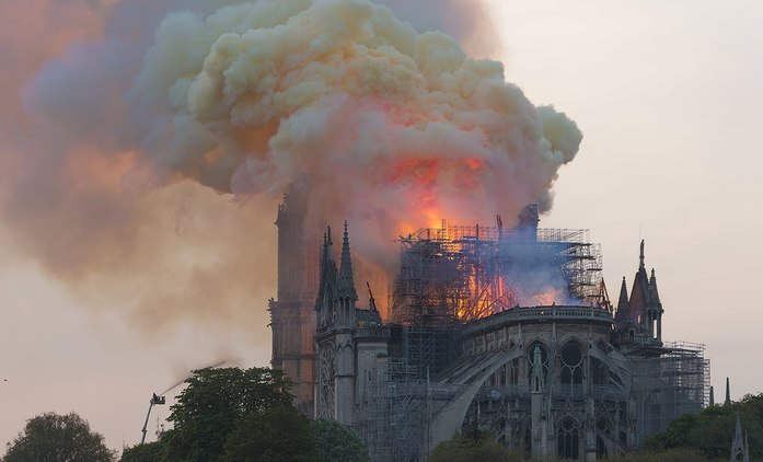 Notre-Dame: O tragédii slavné katedrály se chystá minisérie a dokumentární film   Fandíme seriálům