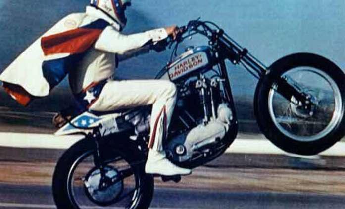 Evel Knievel: Vzniká seriál o legendárním skokanovi na motocyklu   Fandíme seriálům