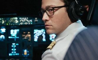 7500: Nový trailer láká na letecký thriller, avšak recenze jsou spíše průměrné | Fandíme filmu