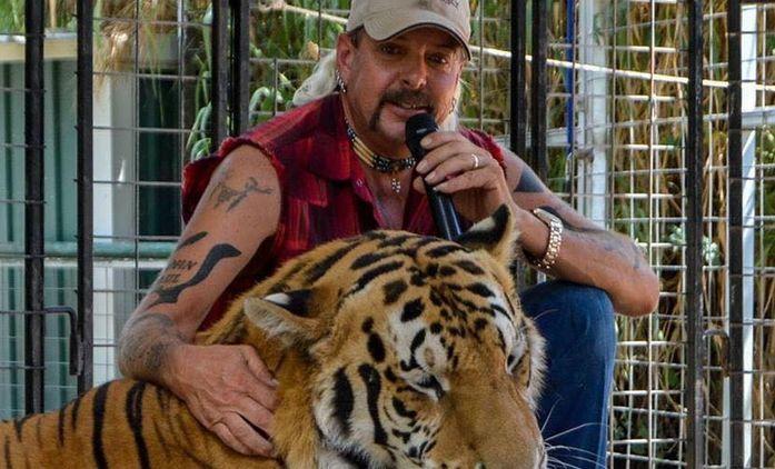 Pán tygrů: Potrhlému chovateli tygrů se bude věnovat i nový dokument BBC | Fandíme seriálům