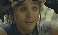 Girl With No Mouth: V postapokalyptickém světě armáda loví děti s chybějícími částmi těla | Fandíme filmu