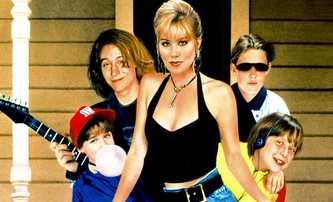Neříkejte mamince, že pečovatelka zemřela: Rodinnou komedii čeká remake | Fandíme filmu