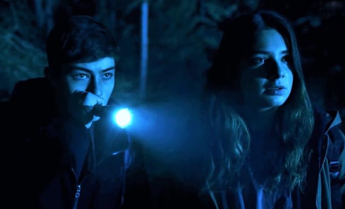 První dojmy: Curon - Italská hororová podívaná není zrovna originální, ale atmosféru nepostrádá | Fandíme seriálům