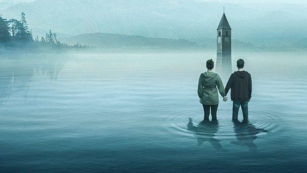 První dojmy: Curon - Italská hororová podívaná není zrovna originální, ale atmosféru nepostrádá   Fandíme serialům