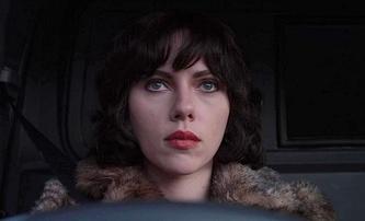 Pod kůží: Na motivy sci-fi, kde Scarlett Johansson svádí a loví pozemšťany, vznikne TV seriál   Fandíme filmu