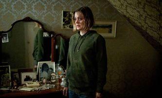 Relic: Chválený horor bratří Russoů v novém hrůzu nahánějícím traileru | Fandíme filmu