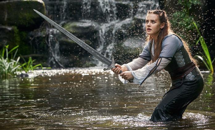 Cursed: Představitelka Iron Manovy dcery společně s Artušem pátrá po Merlinovi | Fandíme seriálům