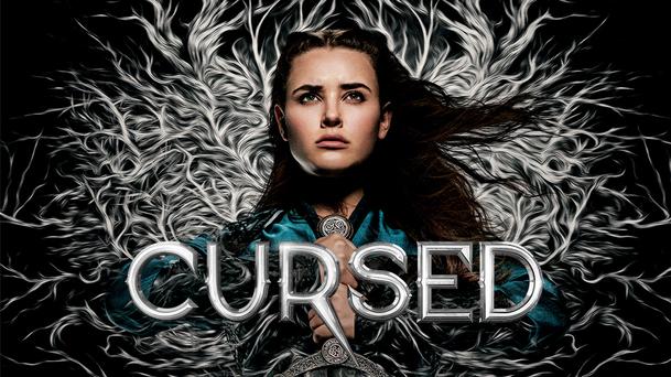 První dojmy: Prokletá - Legendárním mečem se ohání hrdinka, Artuš je tmavé pleti a Merlin ožrala   Fandíme serialům