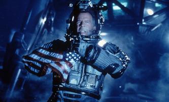 Bruce Willis na fotkách hned ze dvou chystaných sci-fi filmů | Fandíme filmu