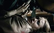 The Unfamiliar: Armádní lékařku pronásleduje v hutném traileru tajemné zlo | Fandíme filmu