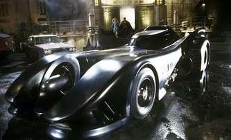 The Flash: První pohled na Batmobile, Batcave a ještě víc   Fandíme filmu