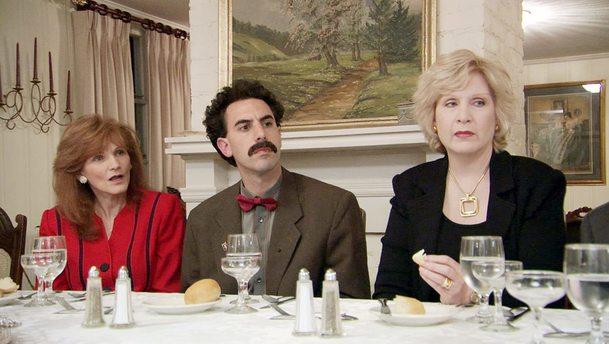 Borat 2: Šestý nejznámější Kazach v traileru  předvádí, jak si nandat roušku | Fandíme filmu