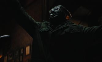 The Batman: Trailer objasnil, co je zač tajuplná postava, kterou hraje Peter Sarsgaard | Fandíme filmu