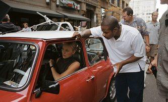 Loupež po italsku: Charlize Theron tvrdě trénovala, aby z ní mužští kolegové nedělali křehulku | Fandíme filmu