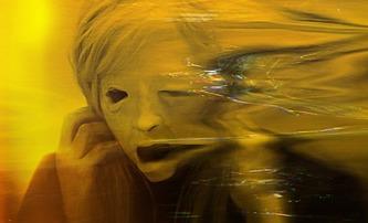 Possessor: Extrémně násilný příběh plný převtělování láká novou upoutávkou | Fandíme filmu