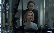 Rebecca: Stín zesnulé exmanželky rozdírá čerstvý pár v tajuplném thrilleru | Fandíme filmu