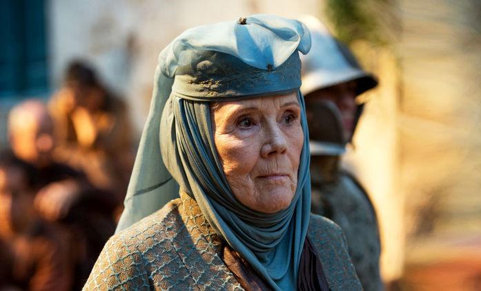 Zemřela Diana Rigg, v posledních letech známá jako lady Olenna ze Hry o trůny   Fandíme seriálům