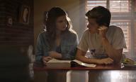 A Teacher: V novém seriálu učitelka prožívá zakázanou lásku se studentem | Fandíme filmu