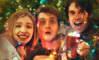 Cup of Cheer: Komediální novinka si dělá srandu z přeslazených vánočních romancí | Fandíme filmu