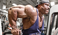 The Rock chystá snímek o kulturistovi, který v soutěži Mr. Olympia zastínil i Schwarzeneggera   Fandíme filmu