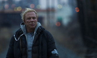 Po Schwarzeneggerovi i Mickey Rourke dostane vlastní Commando | Fandíme filmu