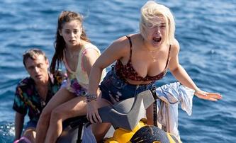 Jetski: Tak dlouho se blbne se skútrem na moři, až se skútr rozbije a žralok připluje   Fandíme filmu