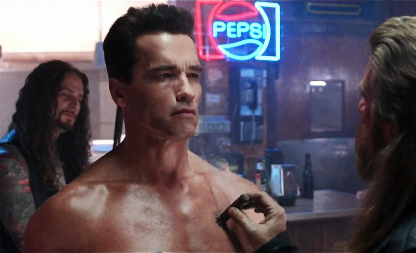 Terminátor 2: Producenti chtěli kvůli nakynutému rozpočtu vypustit jednu z legendárních scén   Fandíme filmu